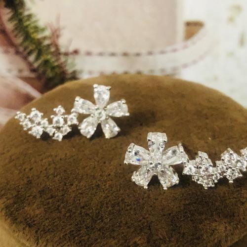 Silver Flower of Zircon Microscope Simple Style Stud Earrings 2011199