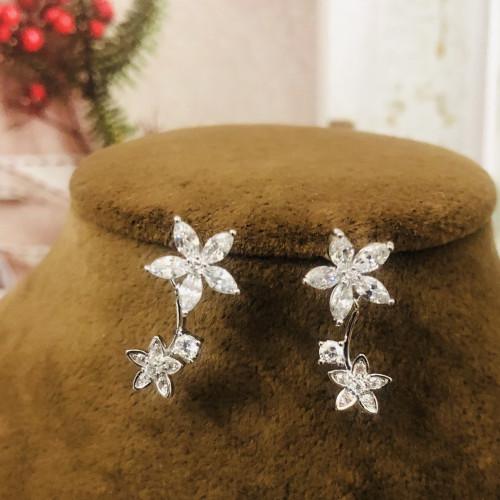 Silver Flower of Zircon Microscope Simple Style Stud Earrings 2011202