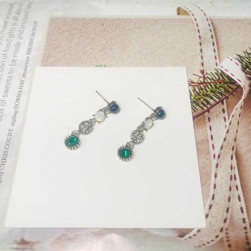 Green Austrian Crystal Vintage Style Drop Earrings 2011220