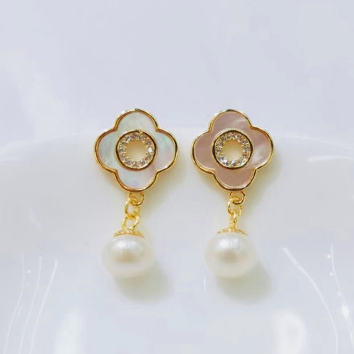 Clovers of Freshwater Pearl and Shell Elegant Style Drop Earrings PR2012005