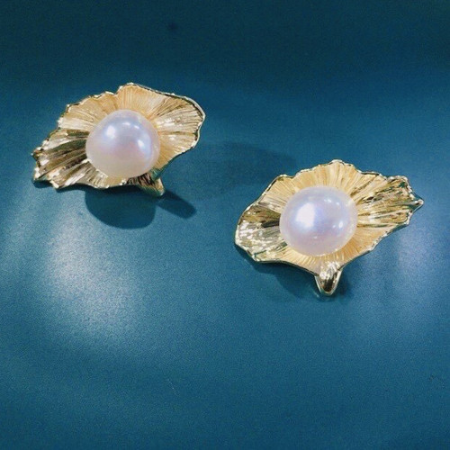 Special Shape of Freshwater Pearl Elegant Style Stud Earrings PR2012007