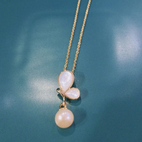 Butterfly of Freshwater Pearl and Shell Elegant Style Necklace PR2012004