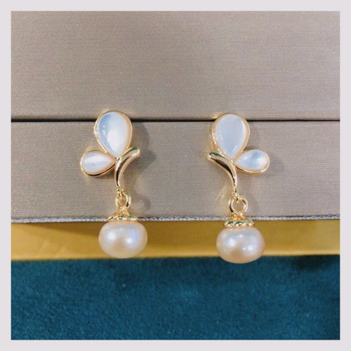 Butterfly of Freshwater Pearl and Shell Elegant Style Drop Earrings PR2012004