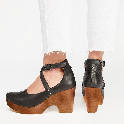 Women  Slip-On Artificial Leather Round Toe Sandals