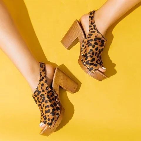 Women Chic Studded Wood Chunky Heel Sandals