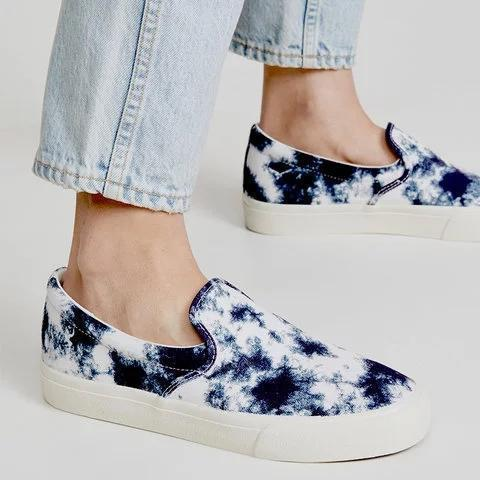 Wome's Flower All Season Flat Heel Canvas Closed Toe Sneakers
