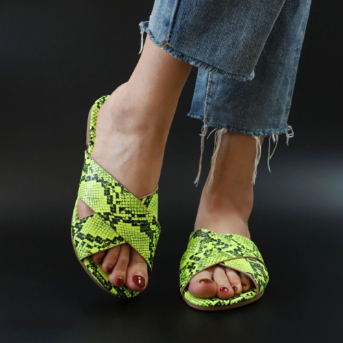 2020 New Fashion Woman Flat Snake Skin Sandals