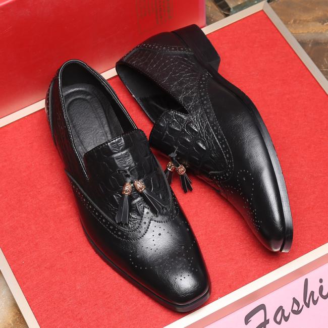 Slip-On Low-Cut Upper Round Toe Tassel Elegant Men's Dress Shoes