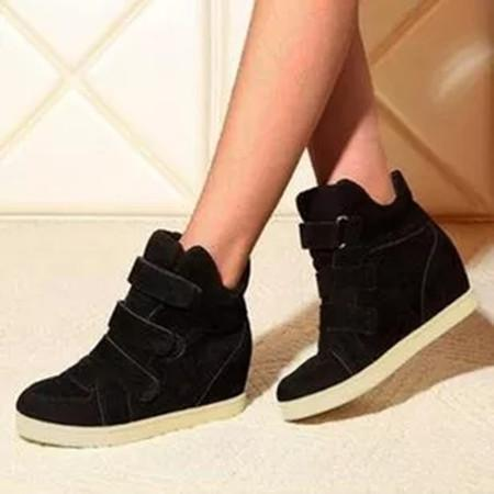 Women's Velcro Closed Toe Nubuck Flat Heel Sneakers
