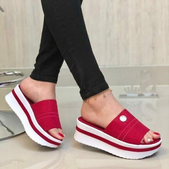 **Women's Comfy Platform Faux Suede Slippers