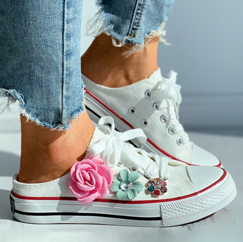 Floral Pattern Studded Eyelet Lace-up Skate Shoes