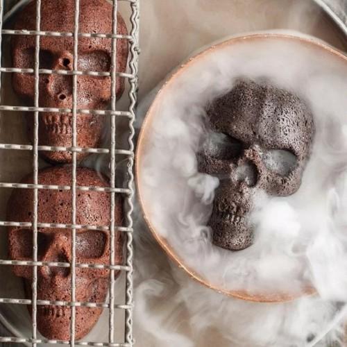 Horrible skull pizza cake mold