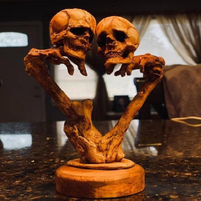 Moving Skulls Love Hands Soul Ornaments