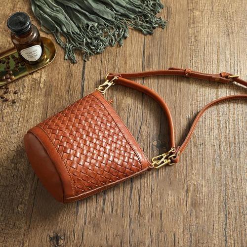 Hand-Woven Leather Handbags Bucket Bag