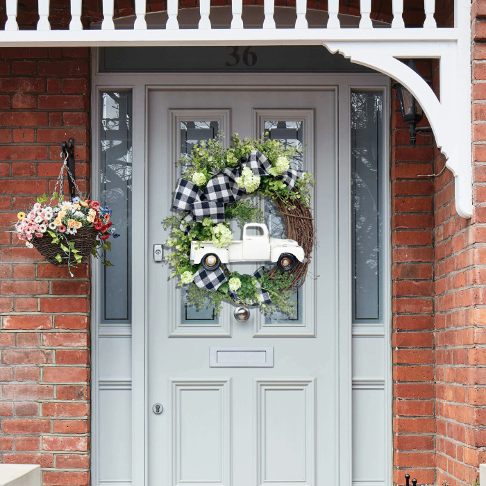 Farmhouse Truck Wreath - Perfect and Beautiful Home Decoration!