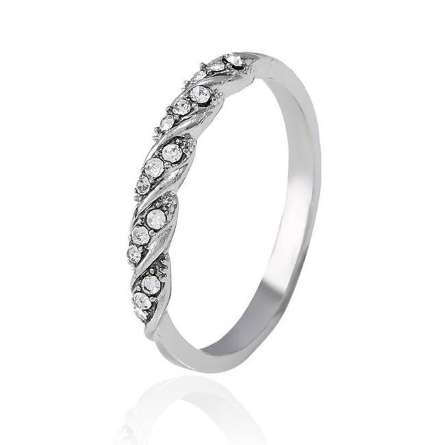Jewelry-Simple Diamond-studded Twist Ring