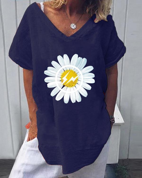 Daisy Print Casual V-Neckline Short Sleeve Blouses