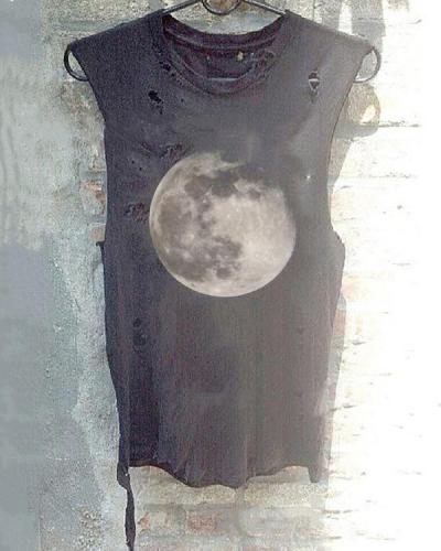 Moon Hole Round Neck T-shirt Women's Sleeveless Vest