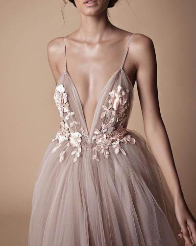 Elegant Spaghetti Strap Organza Flower Wedding Dress