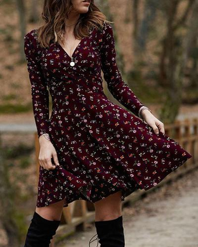 Long Sleeve Vintage Print A-line V Neck Dresses