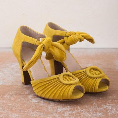 Vintage Bowknot Lace-Up Low Heel Sandal