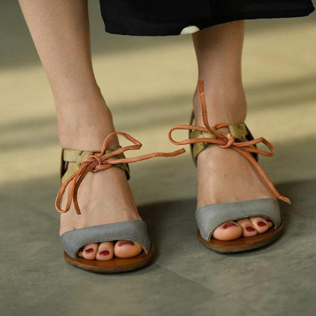 VINTAGE LOW HEEL COLOR BLOCK SANDALS