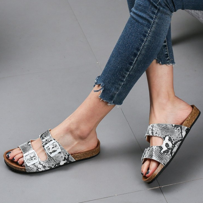 2020 New And Fashional Woman Snake Skin Sandals