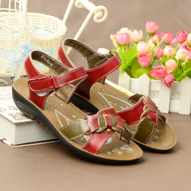 2020 New And Fashional Woman Casual Leather Sandals