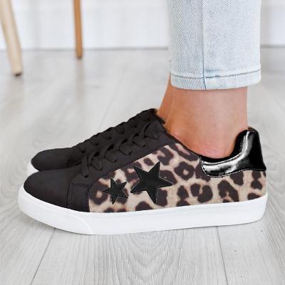 Womne Lace Flat Heel Sneakers