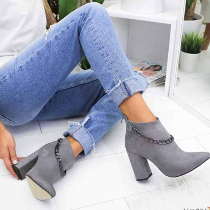 Lady Chunky Faxu Suede Boots