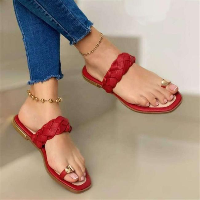 Flat Heel Ring Toe Sandals