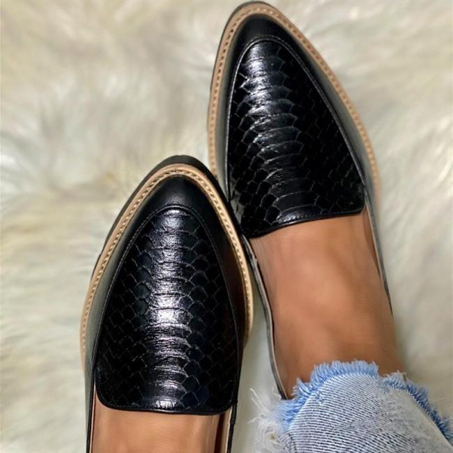 Colorblock Pointed-toe Platform PU Loafers