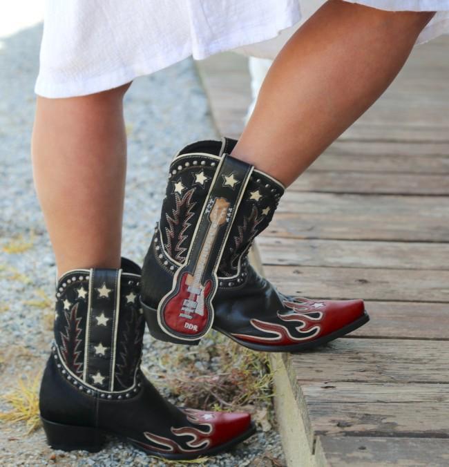 Womens Wide Square Toe  Rivet Boots