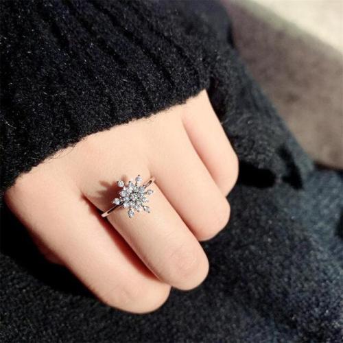 Dancing Rotating Lucky Snowflake Ring -Perfect Christmas New Year Gift!