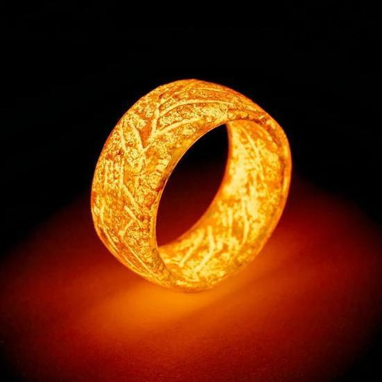 Amazing Ring - Glow In The Dark-remain visible for several hours
