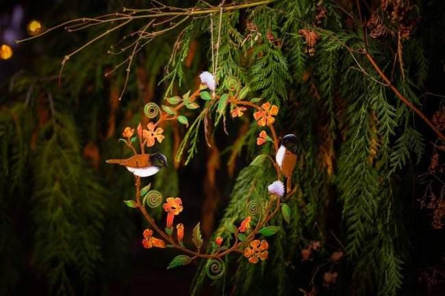 CHICKADEES & FLOWERS WREATH WALL ART