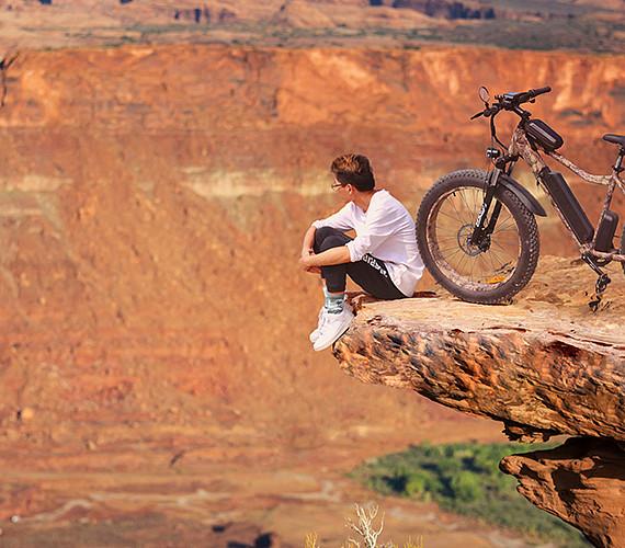 Fat-tire electric mountain bike