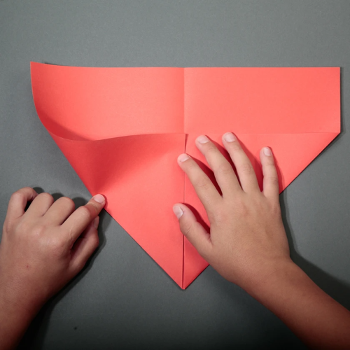 Paper airplane controlled by the 4th generation smartphone