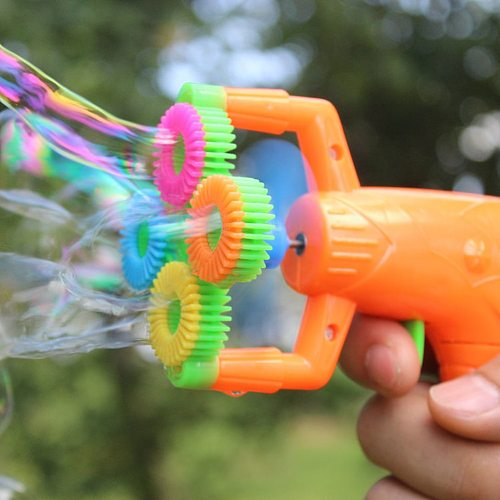 4 Hole Electric Automatic Bubble Blower Maker Machine Gun with Mini Fan Kids Outdoor Sports Educational Toys Wedding Supplies