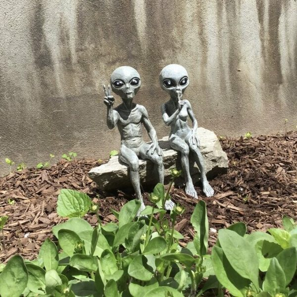Outer Space Alien Dude and Babe Shelf Sitters Statue