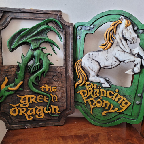 'The Prancing Pony' and 'The Green Dragon' sign - Wall Decor pub signs set
