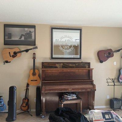 3D Hands Guitar Wall Mount Hanger