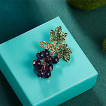 Fashion Purple Glass Grape Brooch Pins Jewelry With Zircons Fruit Icons Brooches Badges On Bag For Women Elegant Wedding
