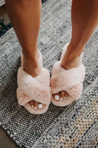 Favorite Fuzzy Slippers - Pink