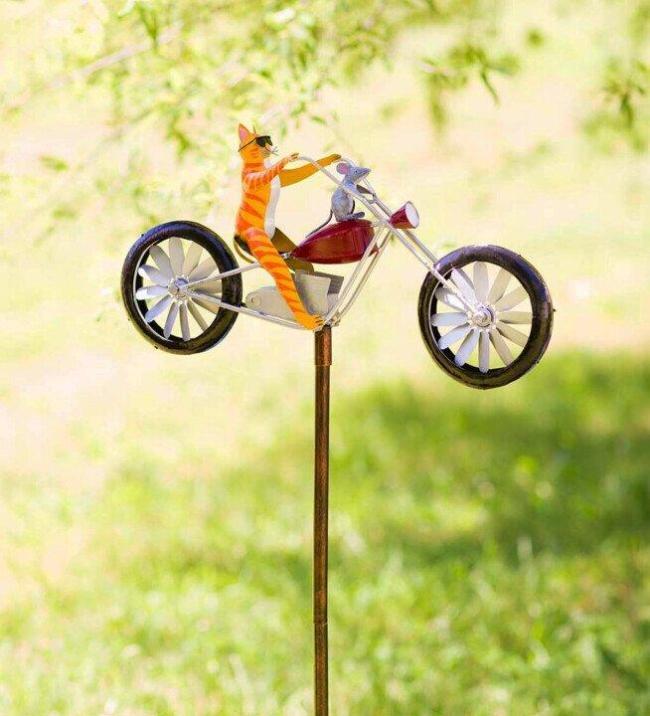-Cute animals on a Vintage Bicycle Metal Wind Spinner
