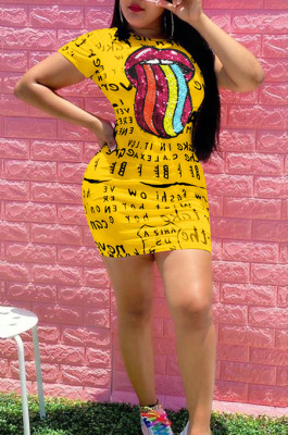 Yellow Casual Mouth Graphic Short Sleeve Round Neck Shift Dress OEP6190