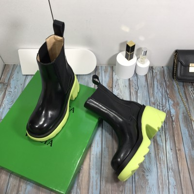 Women's Leather Chelsea Boots in Mint