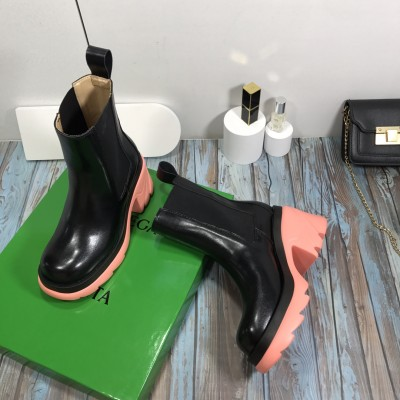 Women's Leather Chelsea Boots in Pink