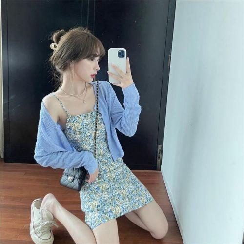 【Aeqpw's自訂】 碎花吊帶連衣裙套裝女夏復古小清新修身顯瘦打底短裙子防曬衣開衫