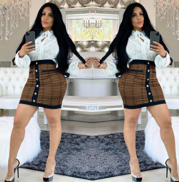 Contrasting Women's Short Skirt with Printed Buckle WMZ2525